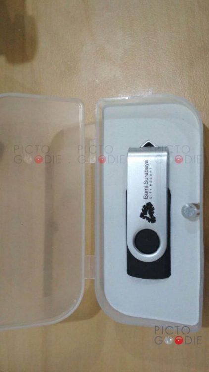 Flashdisk Swivel + Packaging PP Hitam